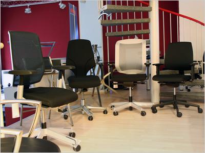 Bürostühle im Ausstellungsraum von JourTym - PRO-Stuhl aus Berlin
